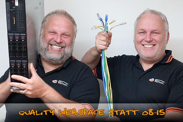 Gerald und Roland Ernst mit Webserver und CAT 5 Kabel